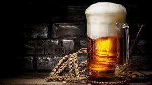 de dónde proviene la palabra cerveza